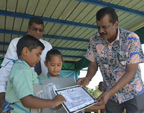 Minister for Waterways Dr Mahendra Reddy and Minister for Local Government Parveen Kumar present certificates to students from FSC Kindergarten during the World Water Day celebration in Lautoka today. Picture: REINAL CHAND