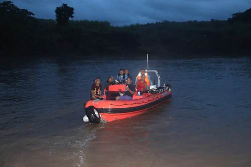 Police and NFA officers return from the search of the 67 year old Navala farmer last night. Picture: SUPPLIED