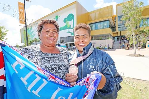 Apolonia Vaivai and her Commonweakth Games bronze medal with her mum Mereoni Tatagi after the competition yesterday. Picture: ELIKI NUKUTABU