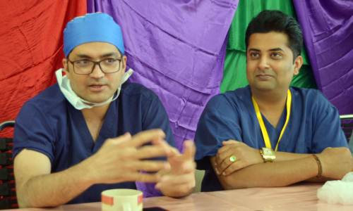 Head surgeon Assish Katewa of the Sri Sathya Sai Sajeevani Hospital in Raipur, India, and Sai Prema Foundation director Sumeet Tappoo during the press conference at the CWM hospital today. Picture: NICOLETTE CHAMBERS